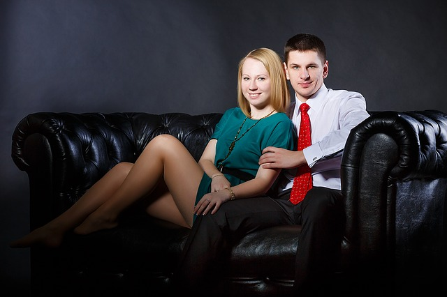 milenci na gauči