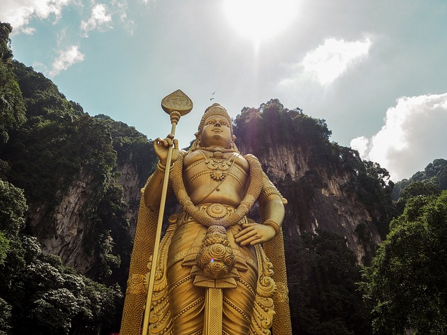 zlatá socha Kuala Lumpur
