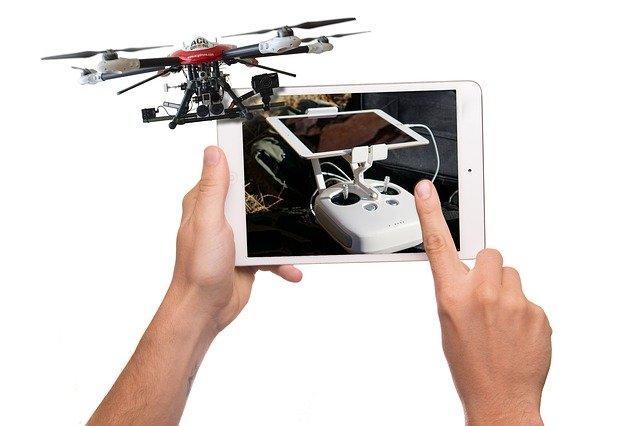ovládání dronu tabletem