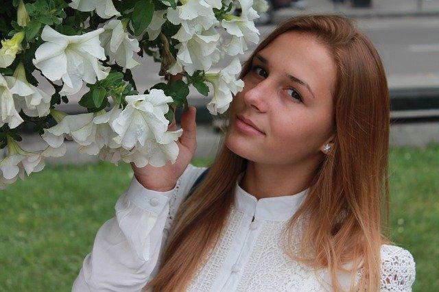 přivonění ke květům