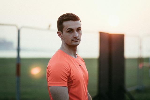 Sportovec s funkčním tričkem