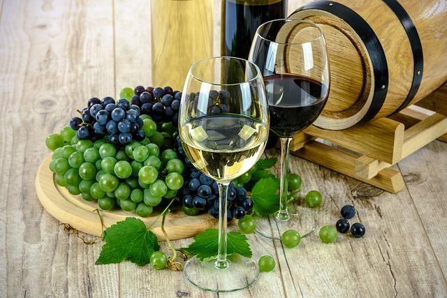 sklenice s vínem