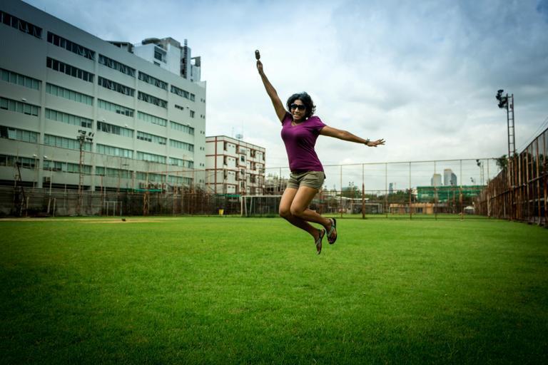 žena ve skoku.jpg