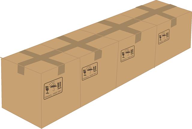čtyři zabalené papírové krabice.png