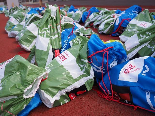tašky na zemi