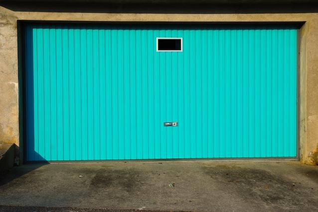 garážová vrata tyrkysová
