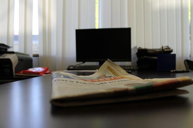 počítač v kanceláři.jpg